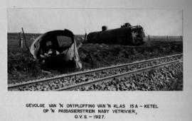 Vet River, 1927. Debris and wreck of SAR Class 15A after boiler explosion.
