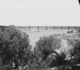 Norvalspont. Railway bridge over the Orange River.