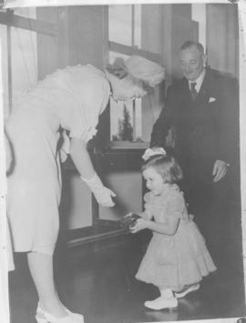 Kimberley, 18 March 1947. Princess Elizabeth receives a gift from a little girl at De Beers.