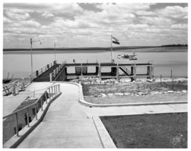 Vaal Dam, circa 1949. Arrival of BOAC flying boat Solent G-AKNS. Jetty with aircraft in the dista...