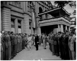 Umtata, 5 March 1947. King George VI talking to ex-servicemen gathered outside the City Hall.