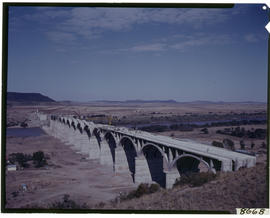 Bethulie, circa 1969. Hennie Steyn railway bridge under construction.