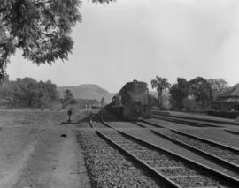 Arlie, 1963. SAR Class 32-000 No 32-107 with train at station.