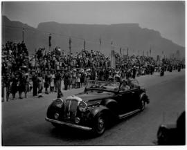 Cape Town, 1947. Royal motorcade against the backdrop of Table Mountain.
