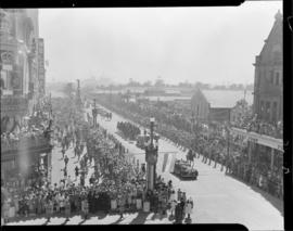 Cape Town, 17 February 1947. Royal cavalcade in Adderley Street near Garlicks building.