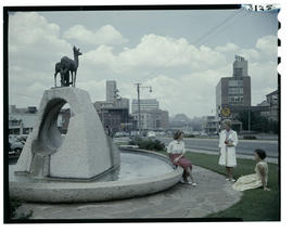 Johannesburg, 1961. Three women at statue of klipspringer in Braamfontein..