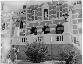 Graaff-Reinet, 25 February 1947. Royal family on the balcony of the town hall.
