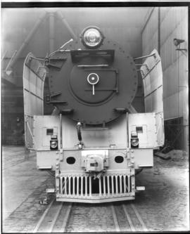 Front view of SAR Class 25NC.