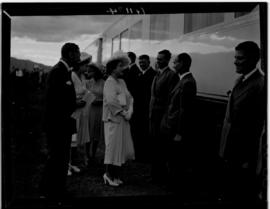 Breede River, 19 April 1947. Royal family thanking the train staff.