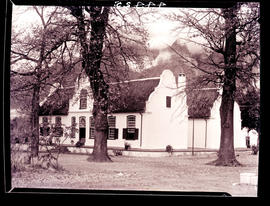 Paarl district, 1936. Rhone farmstead at Groot Drakenstein.