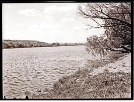 """Aliwal North, 1938. Orange River."""