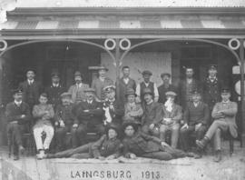 Laingsburg, 1913. Staff at station.