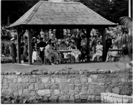 Port Elizabeth, 26 February 1947. Garden party, hosted by the Mayor, in Victoria Park.