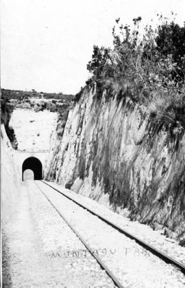 George district. Cutting and tunnle in Montagu Pass. (Lund collection)