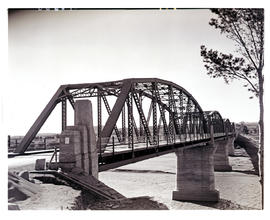 """Aliwal North, 1938. General Hertzog road bridge."""