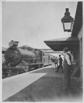 Bellville, 1922. Mail train en route to Johannesburg at station.