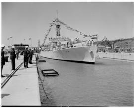 "East London, 3 March 1947. Entry of the frigate ""Transvaal"" into the graving dock at the opening ..."