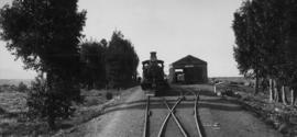 Goudiniweg, 1895. Cape 6th Class next to locomotive shed. (EH Short)