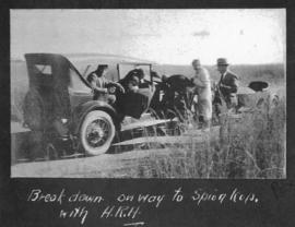Ladysmith district, 1925. Motor vehicle breakdown with the Prince of Wales on the way to Spioenko...