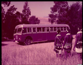 Melmoth district. Zulu women with SAR bus MT17138 at Nkandla.