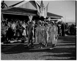 Frere, 17 March 1947. Royal family with Prime Minister JC Smuts greet the crowd at the station.