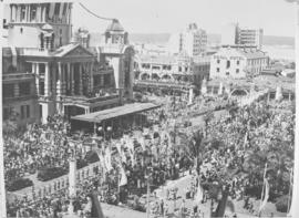 Durban, 20 March 1947. Crowd come to greet Royal family.
