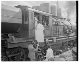 Swellendam, 22 February 1947. Princesses Elizabeth and Margaret boarding Class GEA Garratt No 4024.