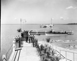 Vaal Dam, May 1948. Arrival of BOAC Solent flying boat G-AHIN 'Southampton'. Landing jetty.