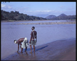 Zululand, 1961. Women at the Tugela River.