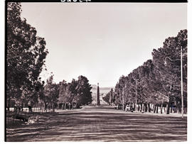 """Aliwal North, 1938. Somerset Street with war memorial in the distance."""
