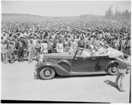 Umtata, 5 March 1947. Royal family greeted by the crowd at Umtata.