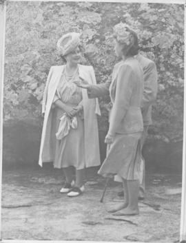 Matopos Hills, Southern Rhodesia, 15 April 1947. Queen Elizabeth and Princess Elizabeth (barefoot).