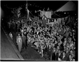 Ficksburg, 10 March 1947. Evening crowds gather to greet the Royal family.