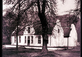 Paarl district, 1934. Rhone farmhouse at Groot Drakenstein.