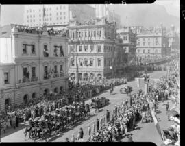 Cape Town, 17 February 1947. Royal cavalcade in Adderley Street passing the old station.