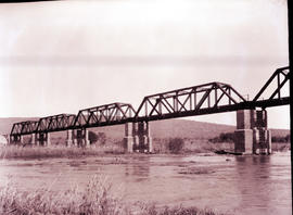 """Komatipoort. Railway bridge over Komati River."""