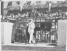 Durban, 20 March 1947. King George VI opening the bronze Gates of Memory with give access to the ...