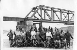 Standerton, 11 January 1945. Construction crew at damaged Vaal River bridge after accident.