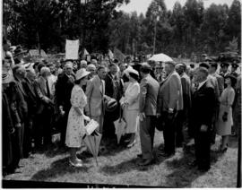 Vryheid, 24 March 1947. King George VI and Princess Elizabeth among the crowd.