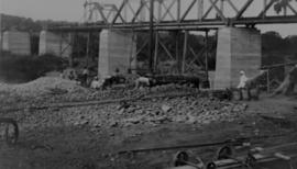 Page 08 (bottom). 1912. Trusses being erected of Olifants River bridge.