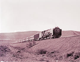 """Laingsburg, 1957. SAR Class 25 with Blue Train approaching from the Geelbek side."""