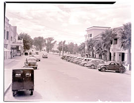 Paarl, 1939. Street scene at Central Hotel.
