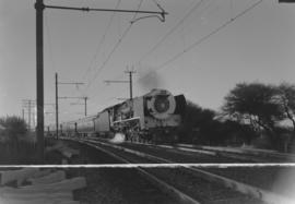Kimberley district, 1966. SAR Class 25NC with Blue Train.