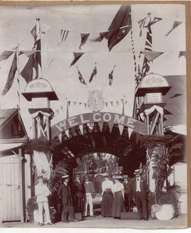 Potchefstroom, 1910. 'Welcome' arch at railway station.