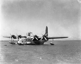 Vaal Dam, May 1948. Arrival of BOAC Solent flying boat G-AHIN 'Southampton'. Aircraft on water.