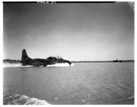 Vaal Dam, circa 1948. Arrival of BOAC Solent flying boat G-AHIN 'Southampton' touching down.