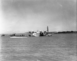 Vaal Dam, May 1948. Arrival of BOAC Solent flying boat G-AHIN 'Southampton'. Aircraft on water wi...