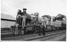 Workers posing wth SAR Class 16C locomotive. (Lund collection)