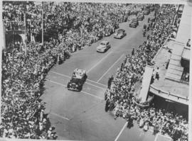 Durban, 20 March 1947. Crowds lining city street with Royal motorcade passing through.
